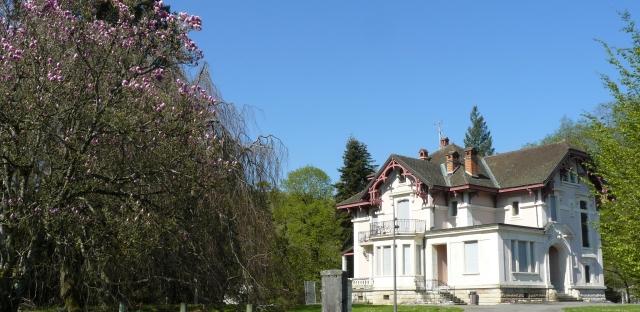 La villa Roland, avenue des Thermes à Divonne-les-Bains en avril 2015