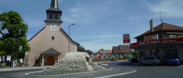 Crassier (canton de Vaud) est séparé du hameau divonnais Crassy par le Boiron.